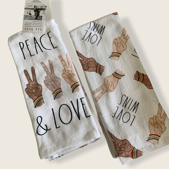 Set of 2 Rae Dunn kitchen towels🌈